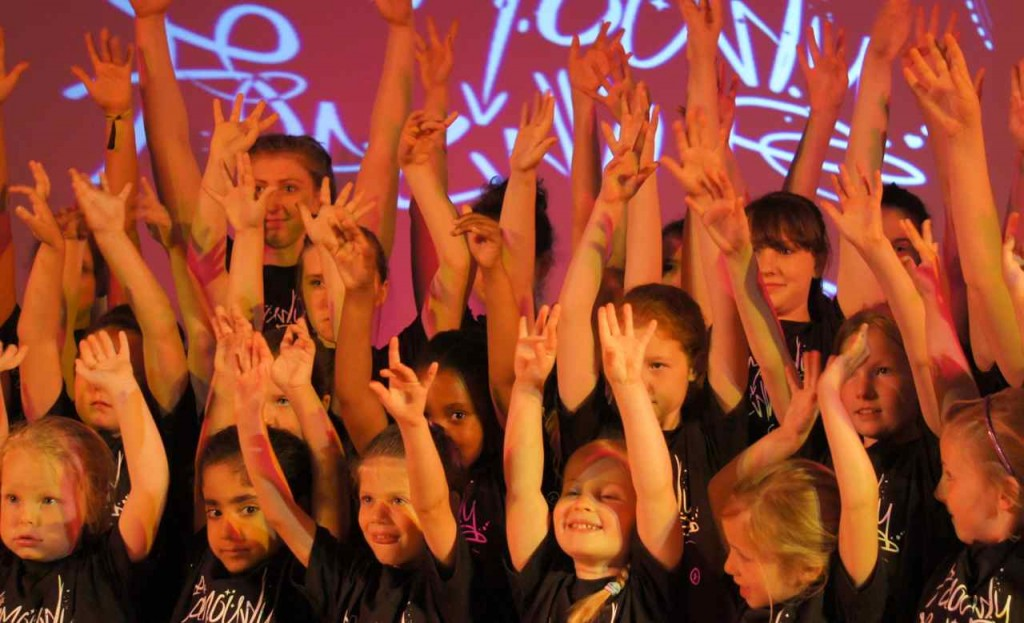 All drama, singing and dance classes opening up the very first Famous 4.15 'Famously Fresh' show!